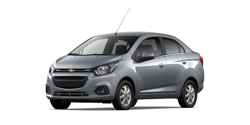Chevrolet Beat Notchback 2021 color gris acero